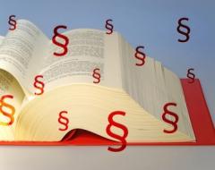Buch mit Paragraphen
